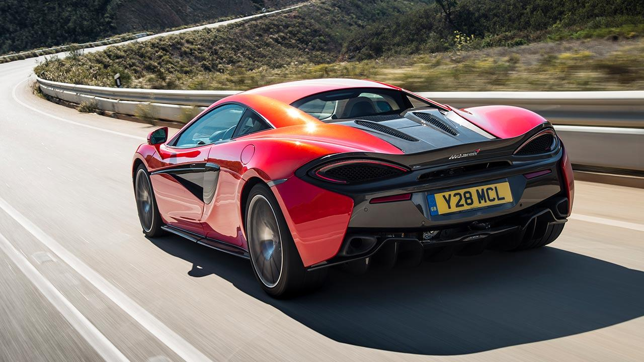 McLaren 570S Coupé - in voller Fahrt in rot