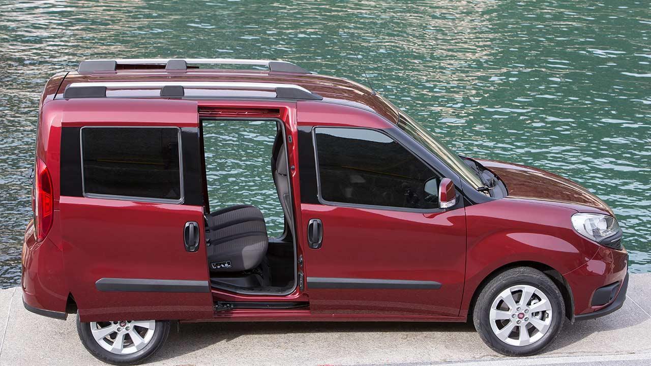 Fiat Doblò - Seitenansicht mit offener Tür