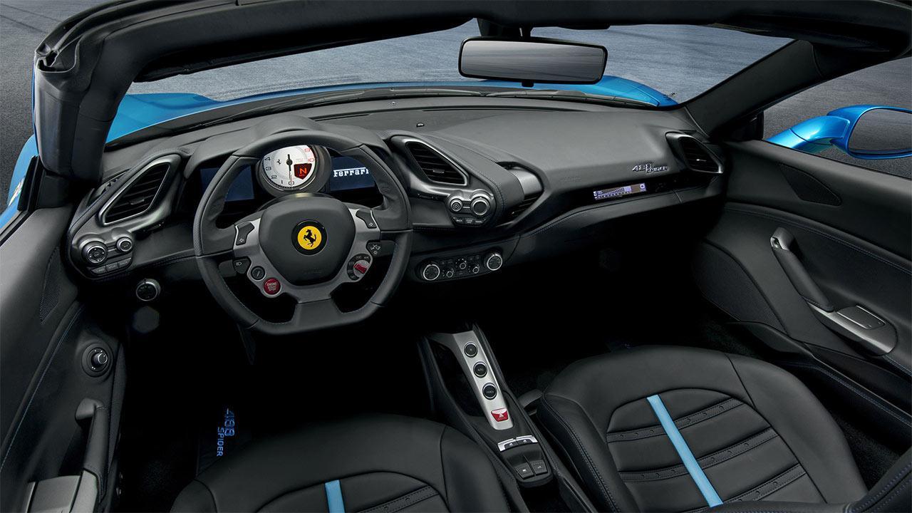 Ferrari 488 Spider - Cockpit