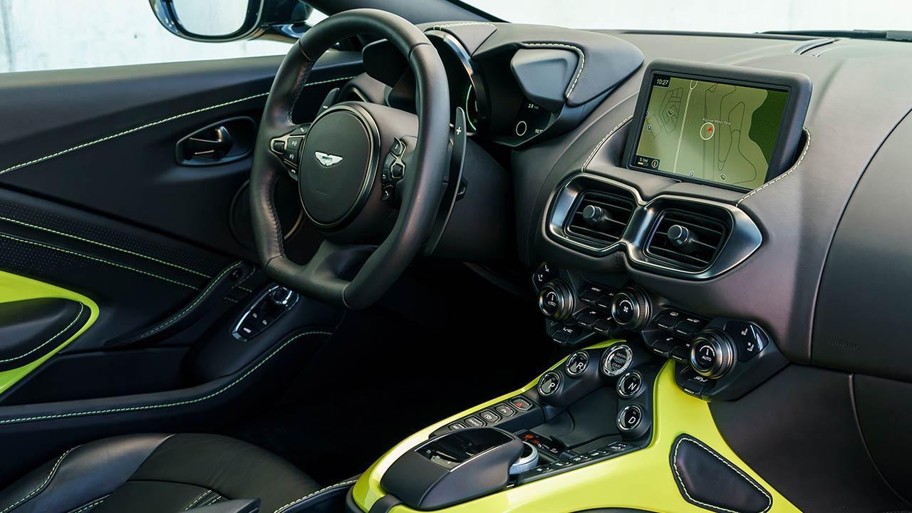 Aston Martin Vantage - Cockpit