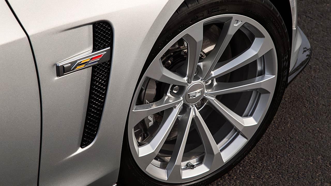 Cadillac CTS-V Limousine - Voderrad