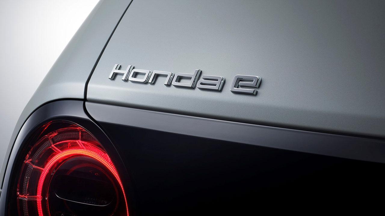 Honda e - Schriftzug