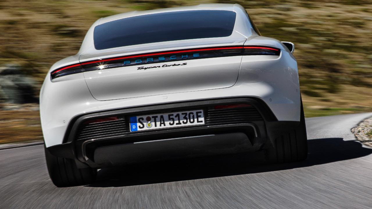 Porsche Taycan Turbo S - Heckansicht
