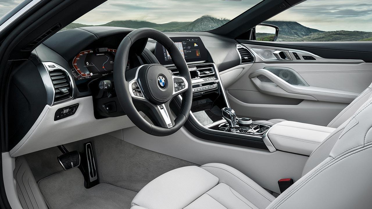 BMW M8 Cabriolet - Cockpit