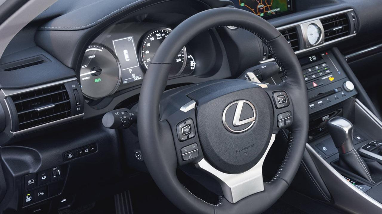 Lexus IS - Cockpit