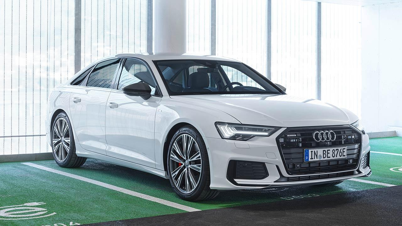 Audi A6 Limousine TFSI e - am Parkplatz