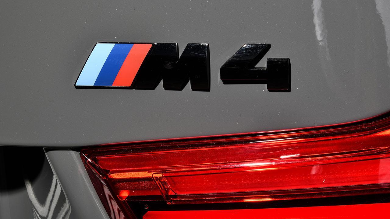 BMW M4 Cabrio - Schriftzug