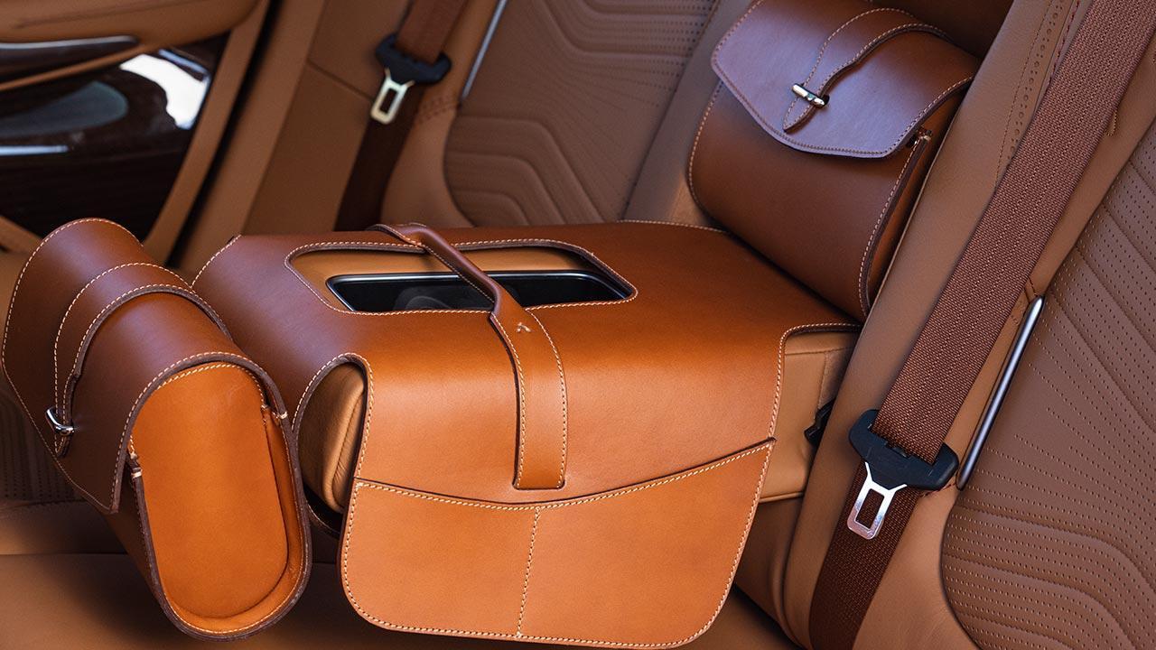 Aston Martin DBX - Rücksitz Ledertaschen