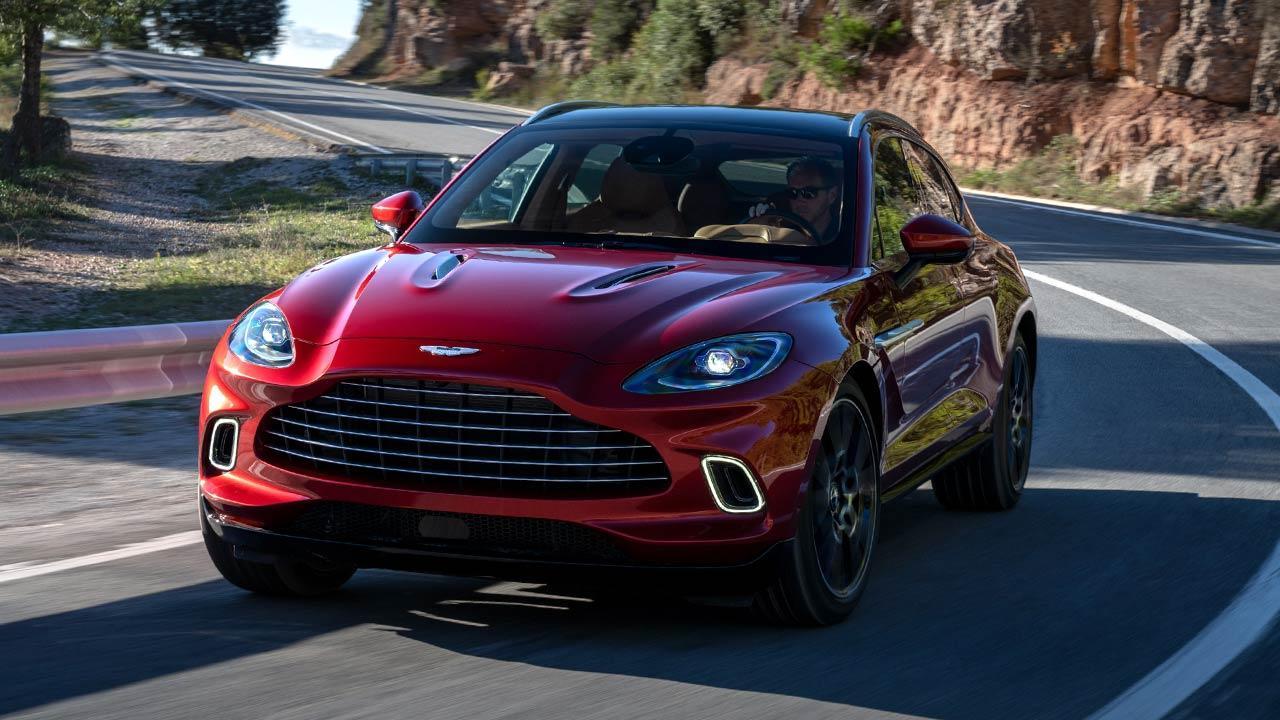 Aston Martin DBX - in voller Fahrt