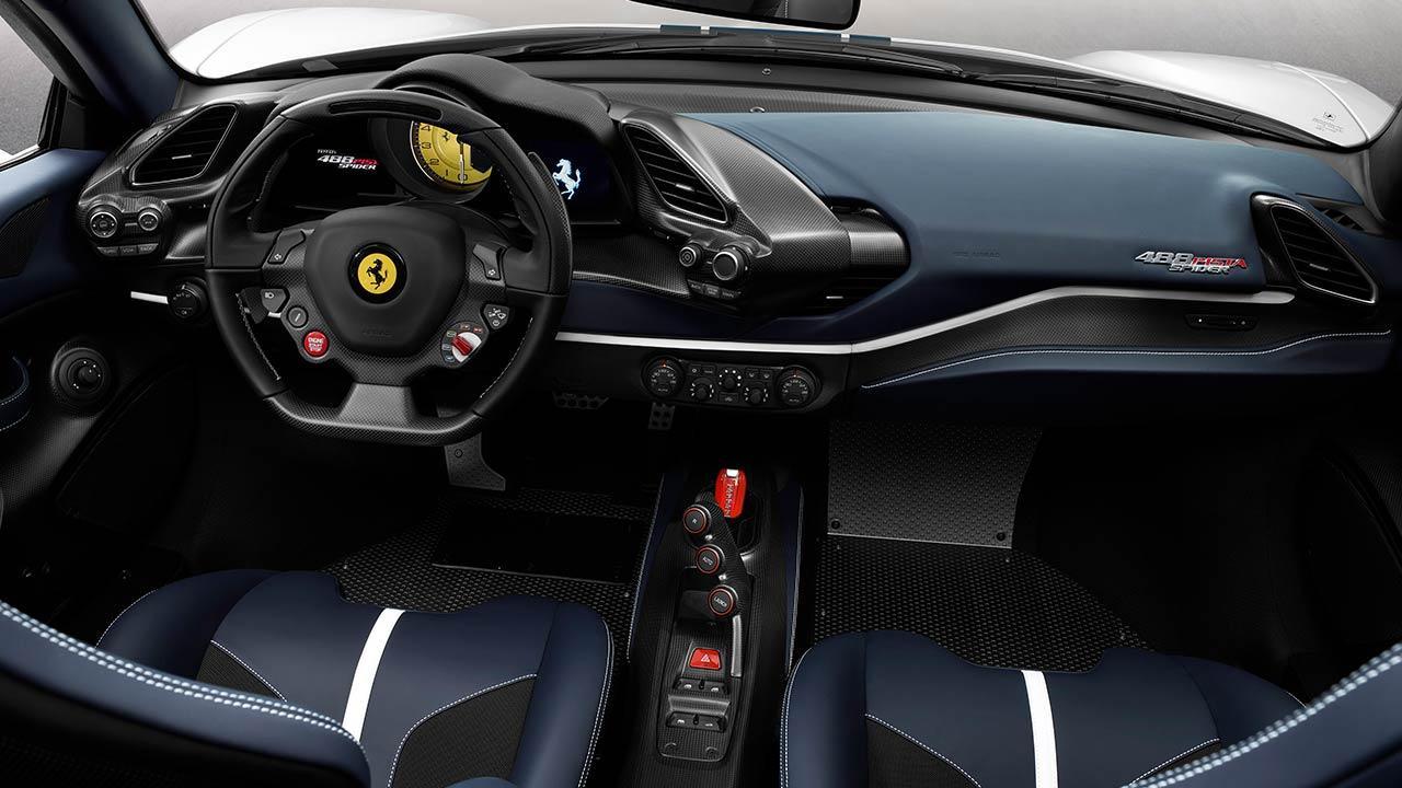 Ferrari 488 Pista Spider - Cockpit