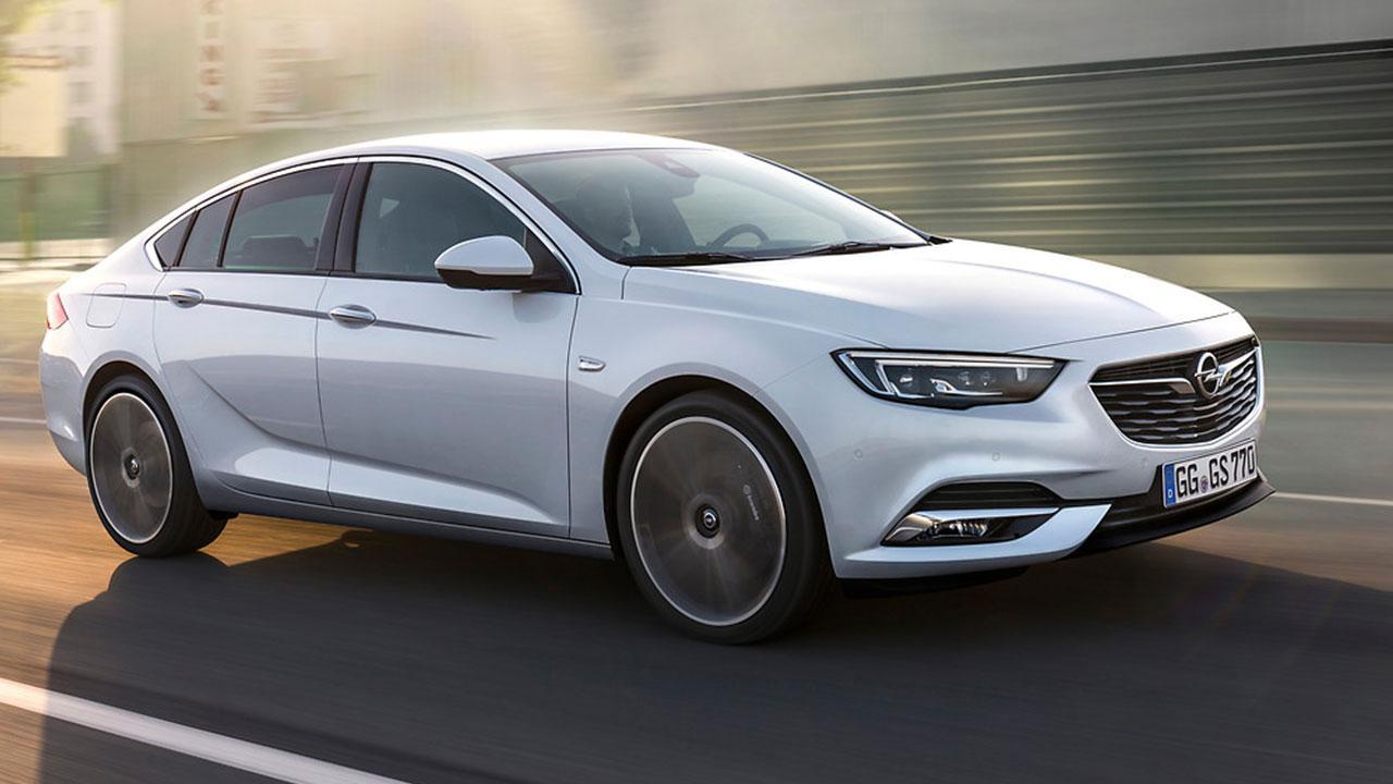Opel Insignia - auf der Straße