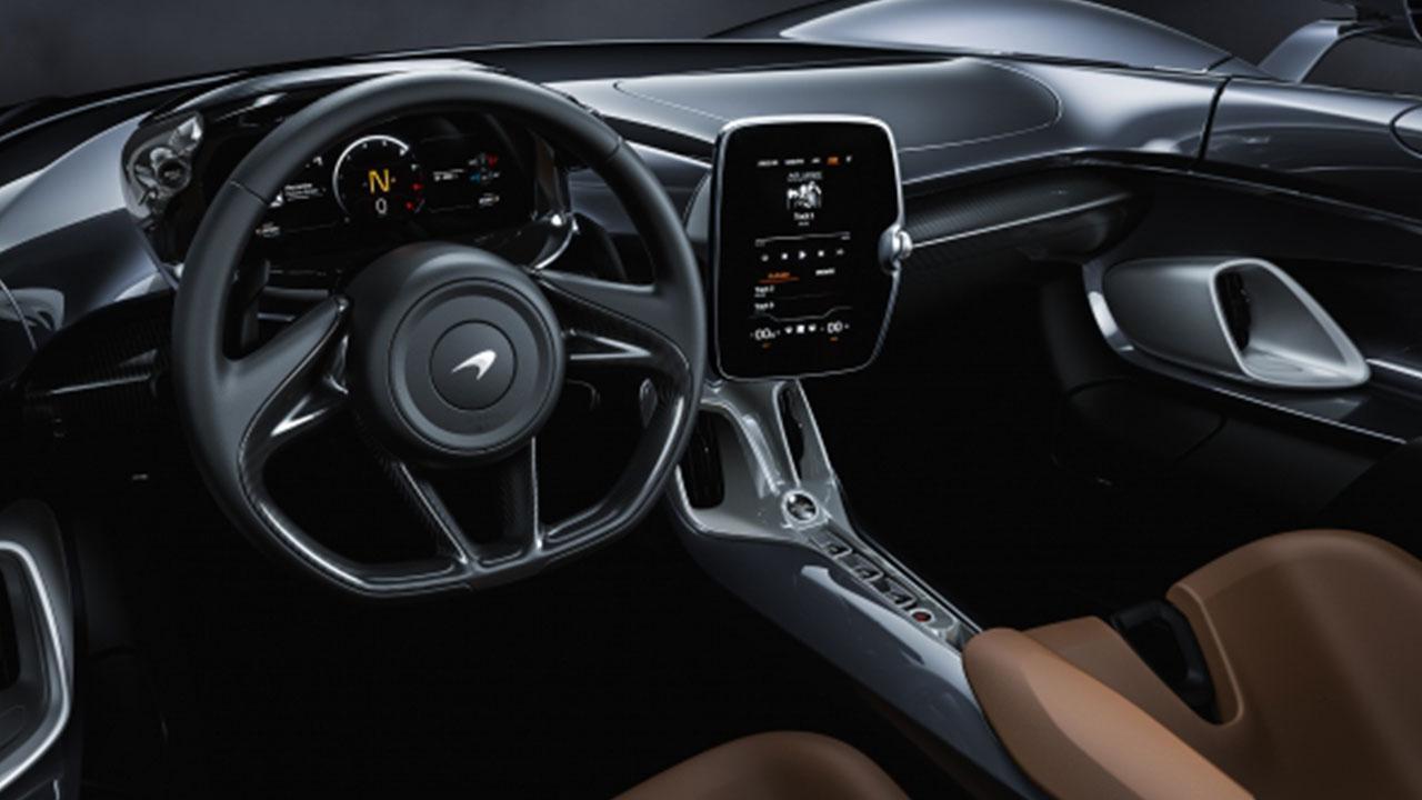 McLaren Elva - Cockpit