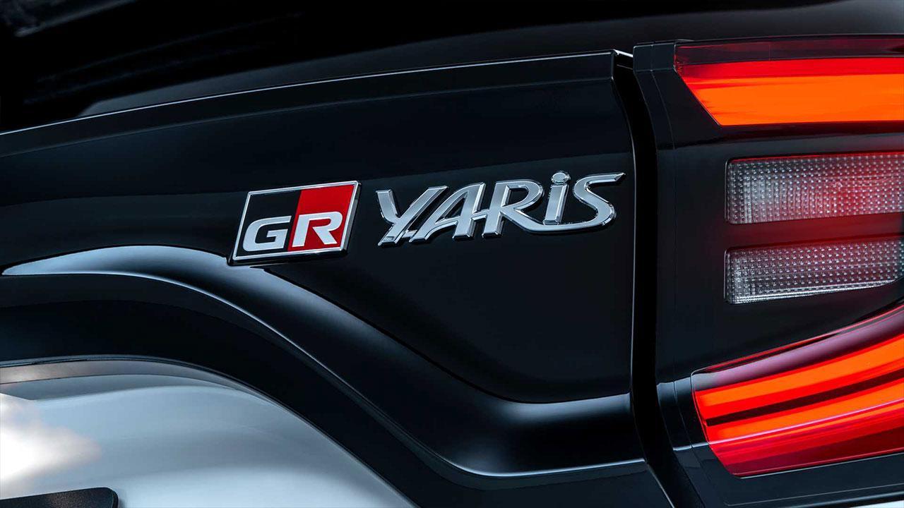 GR Yaris - Schriftzug