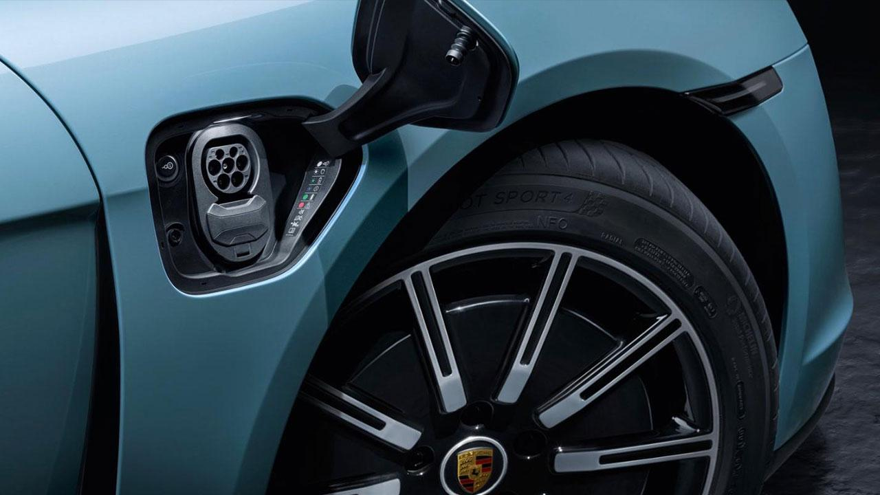 Porsche Taycan 4S - Steckdose
