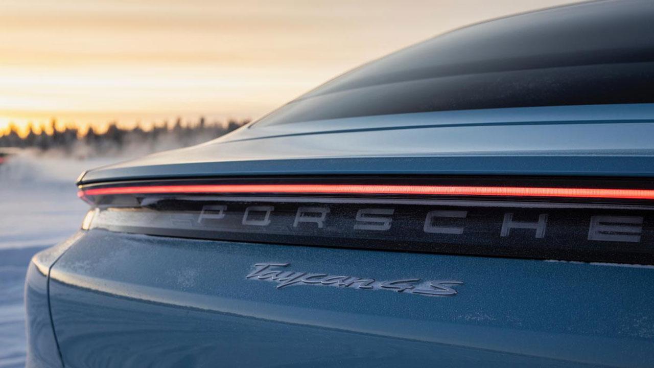 Porsche Taycan 4S - Schriftzug