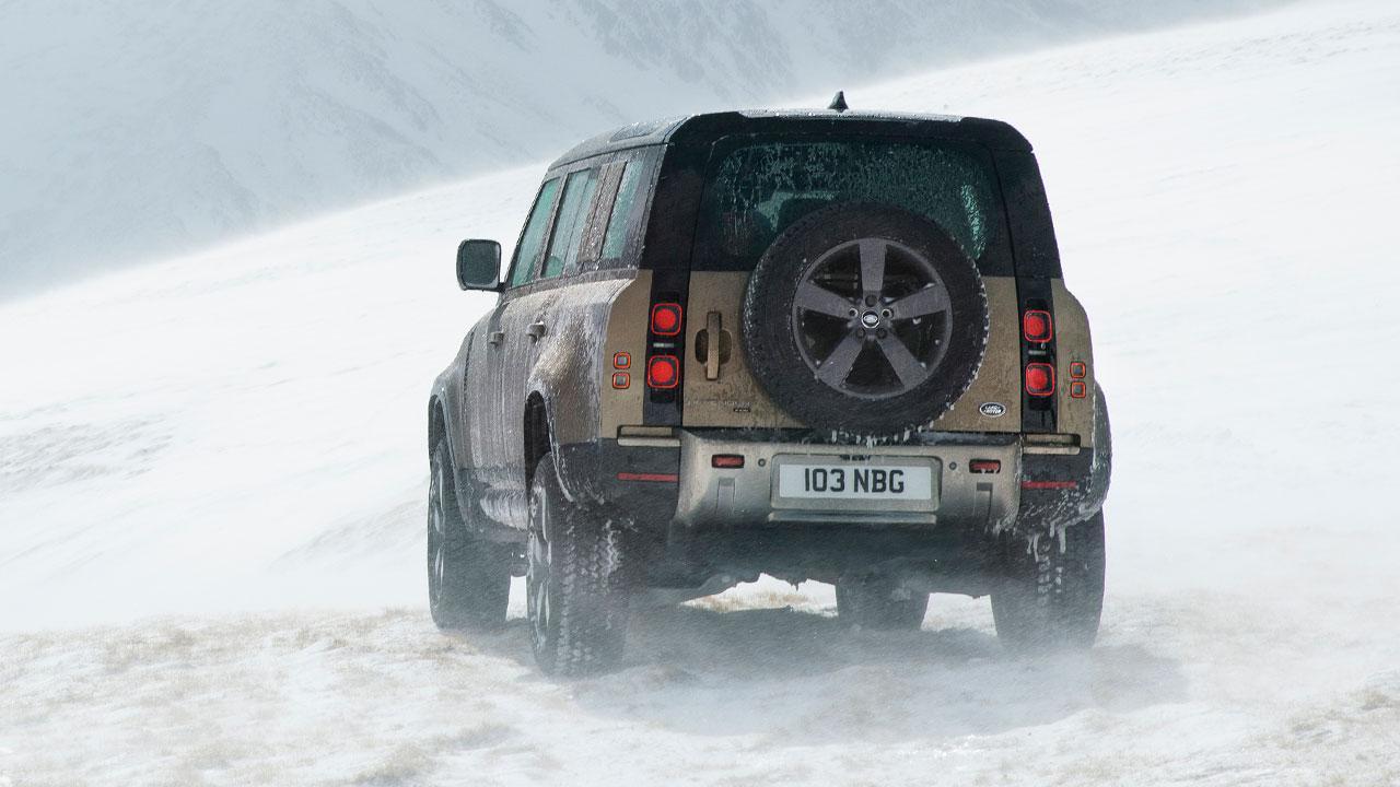 Land Rover Defender P400 - Heckansicht