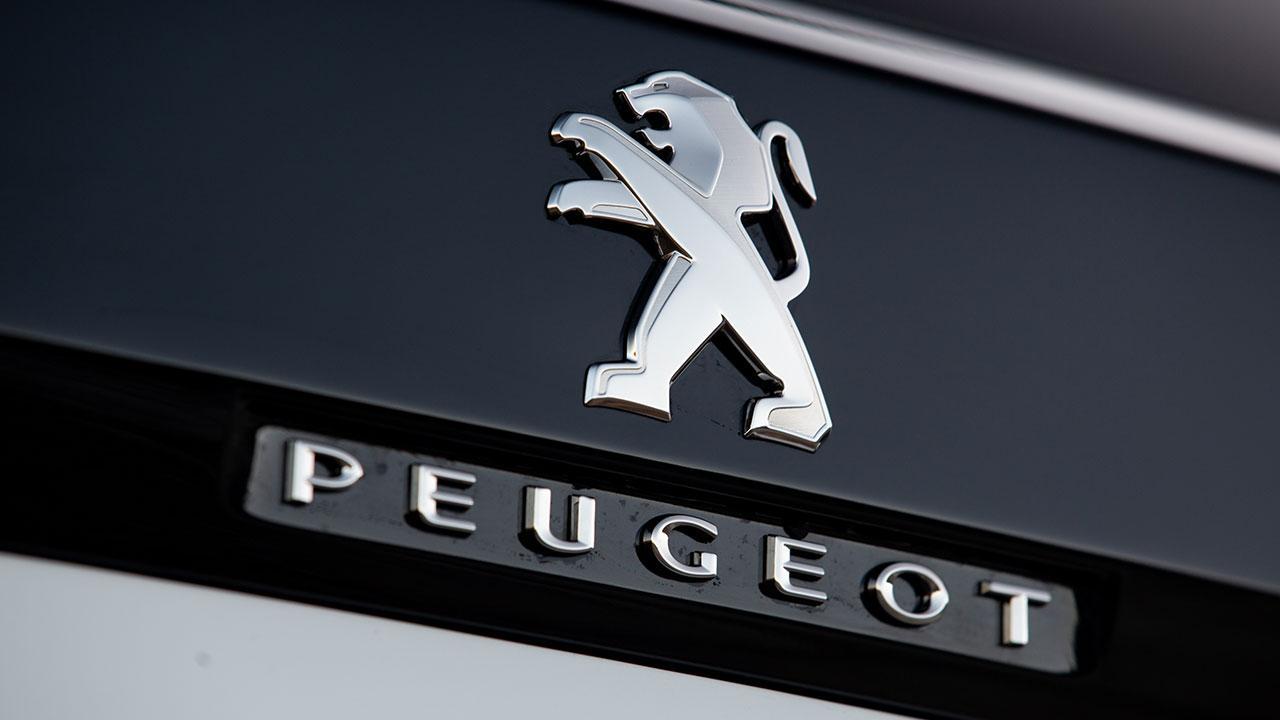 PEUGEOT 3008 GT HYBRID4 - Schriftzug und Logo