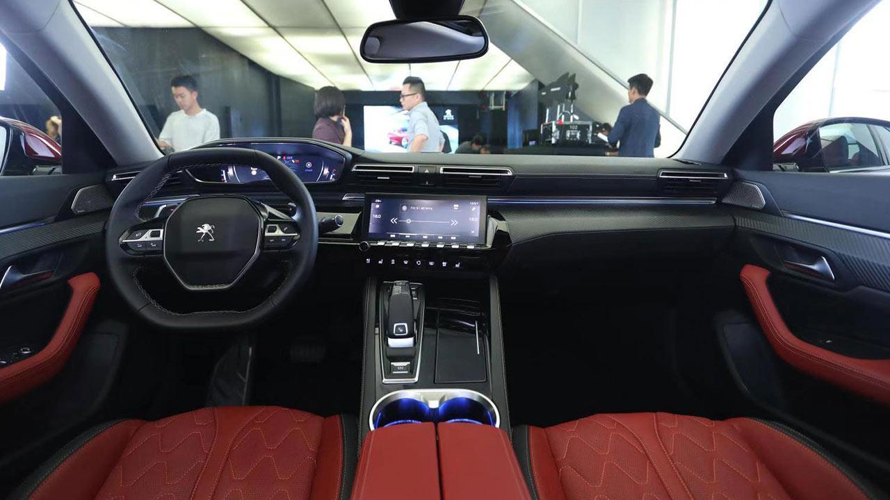 Peugeot 508L - Cockpit