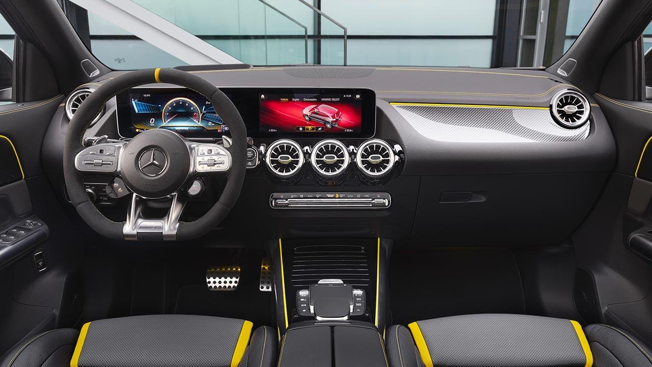 Mercedes-AMG GLA45 S 4MATIC - Cockpit