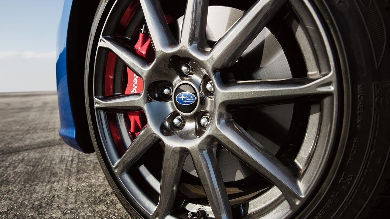Subaru BRZ - Vorderrad mit rotem Bremssattel