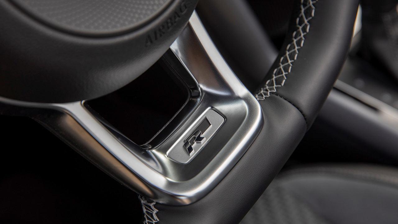 Volkswagen T-Roc Cabriolet R-Line - Logo am Lenkrad