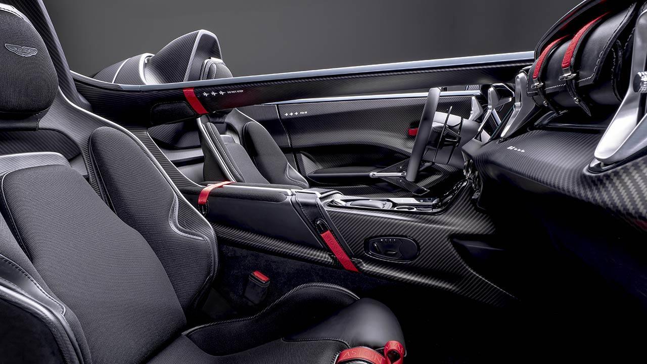 Aston Martin V12 Speedster - Cockpit