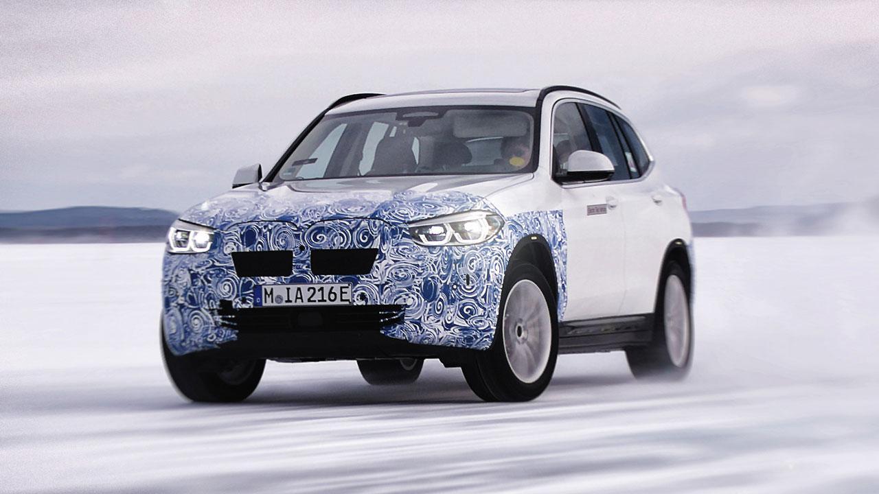 BMW iX3 - in voller Fahrt