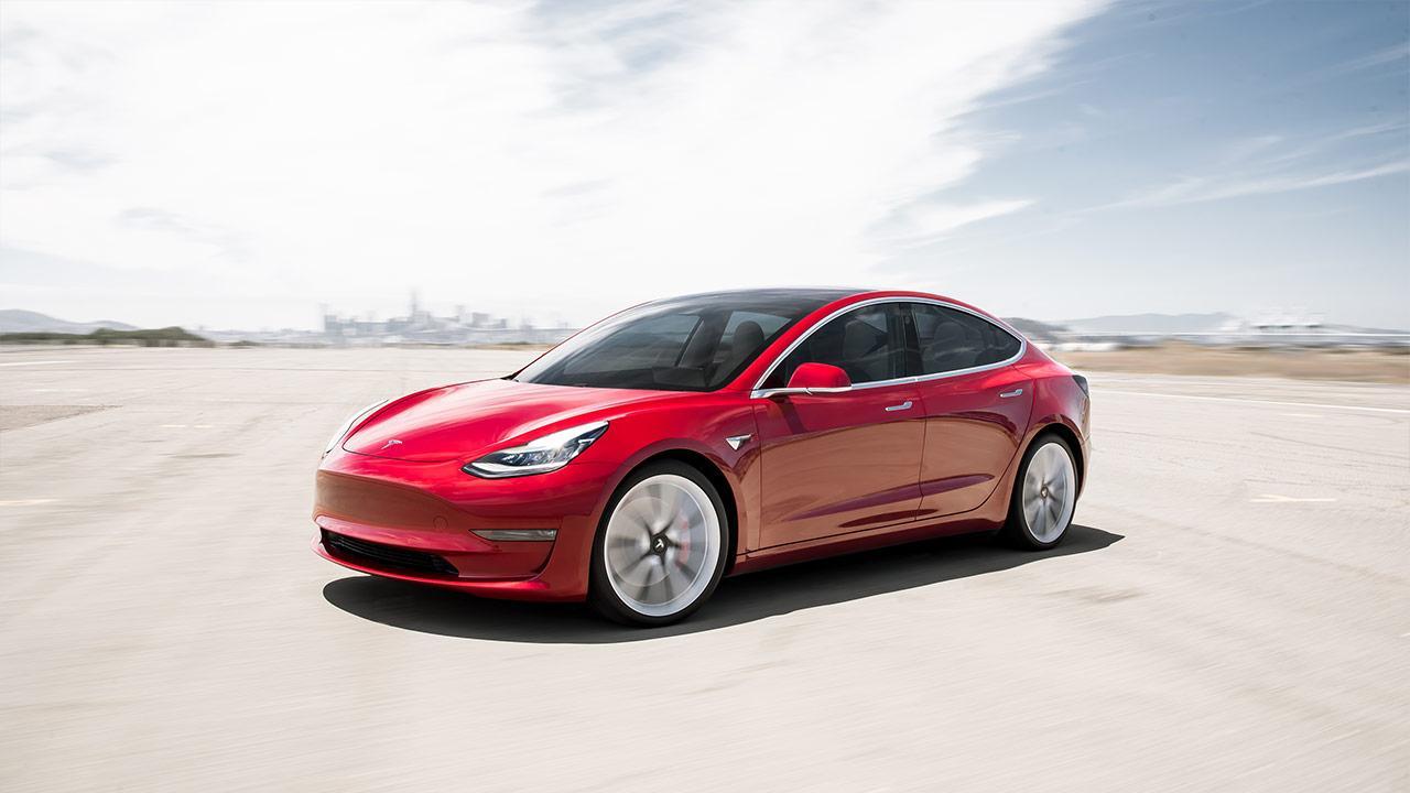 Tesla Model 3 - seitliche Frontansicht