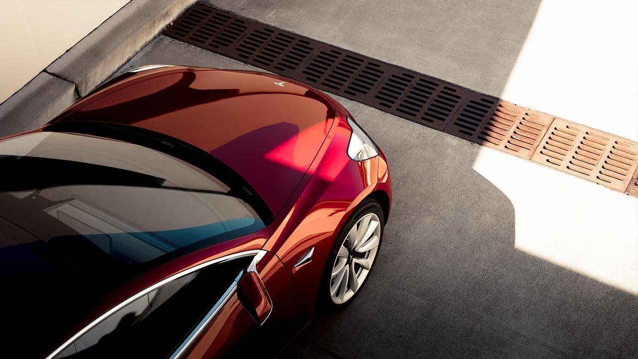 Tesla Model 3 -  Motorhaube