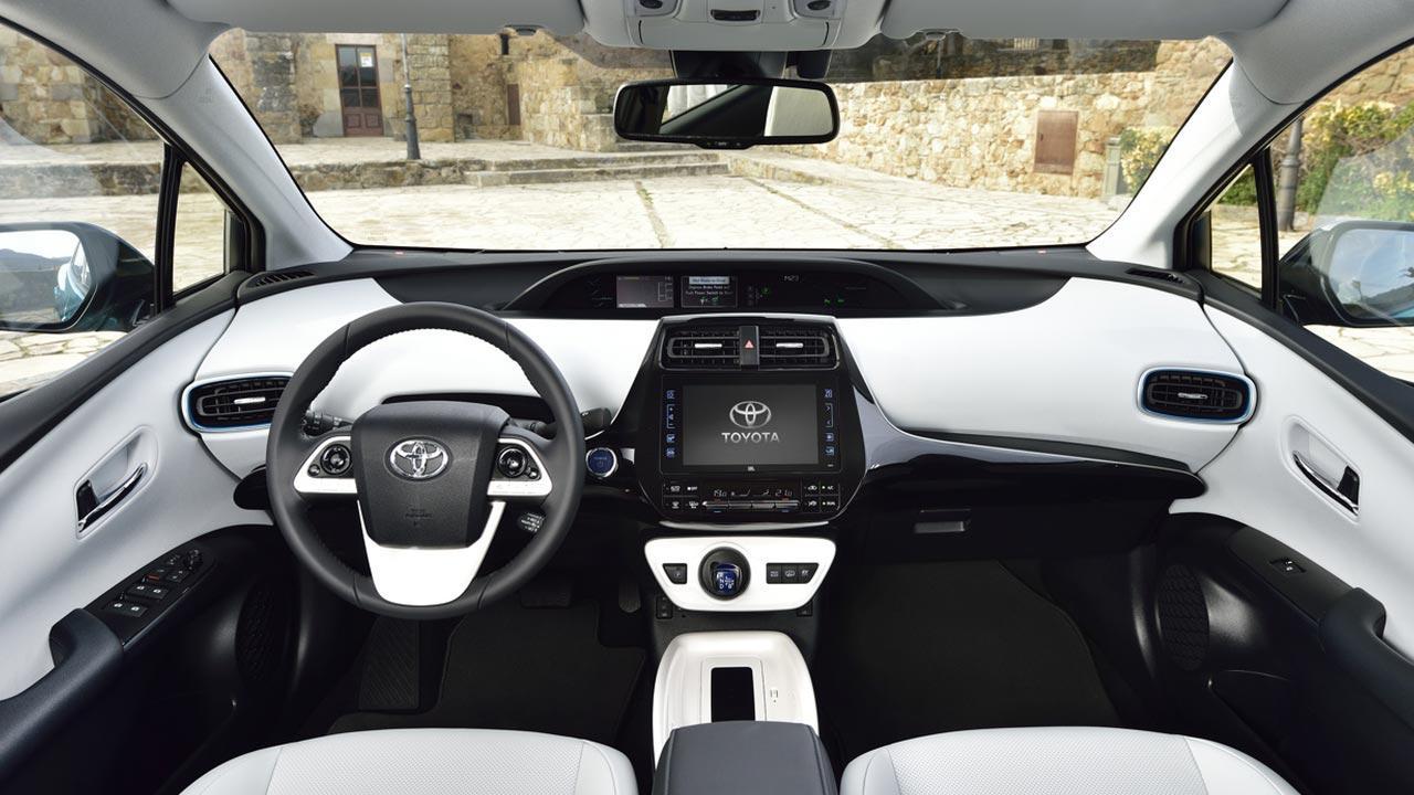 Toyota Prius Plug-in Hybrid - Cockpit