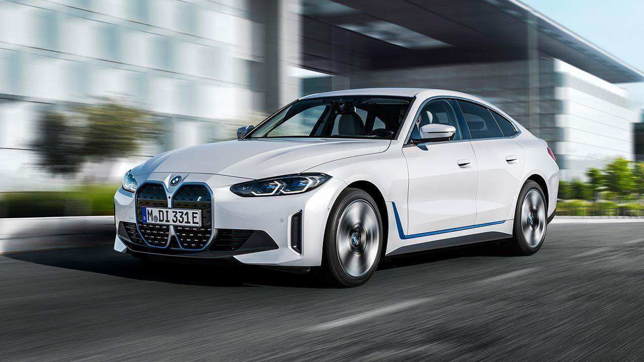 Der BMW i4 - in voller Fahrt