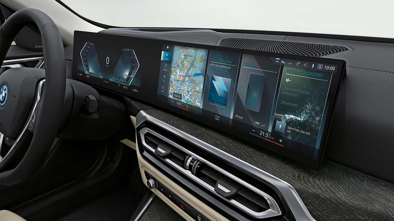 Der BMW i4 - Bildschirme am Armaturenbrett