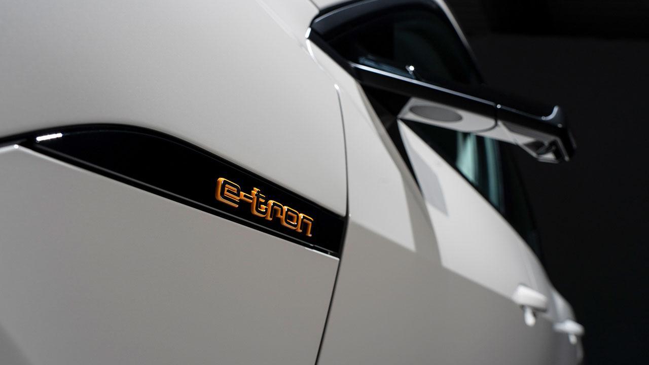 Audi e-tron - Schriftzug