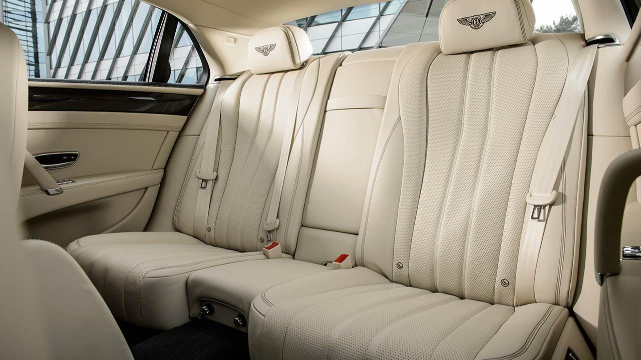 Bentley Flying Spur V8 - Rücksitze