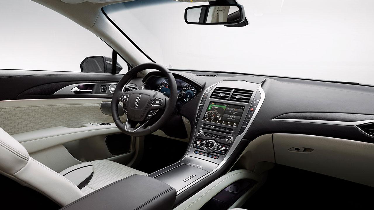 Lincoln MKZ Hybrid - Cockpit