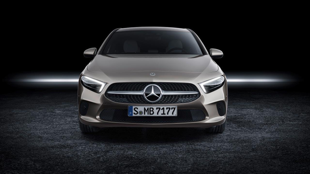Mercedes A-Klasse  - Frontansicht im Dunklen