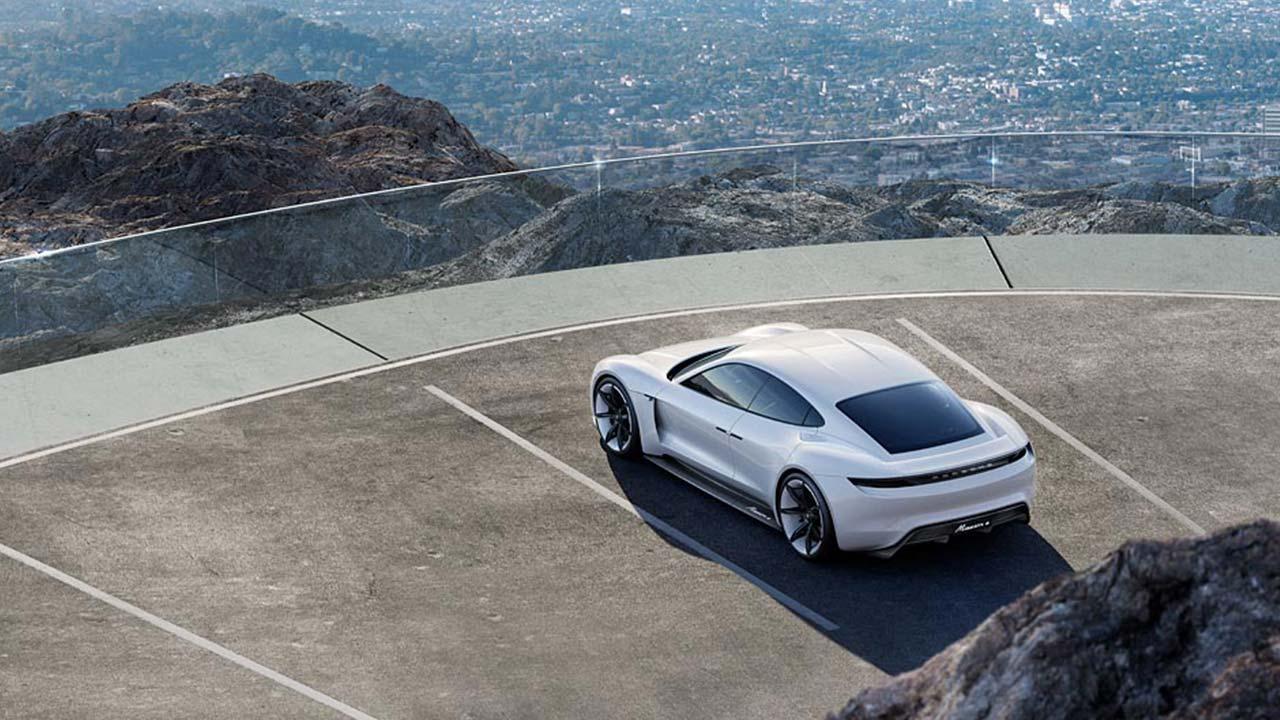 Porsche Taycan Misson E -  Ansicht aus der Vogelperspektive