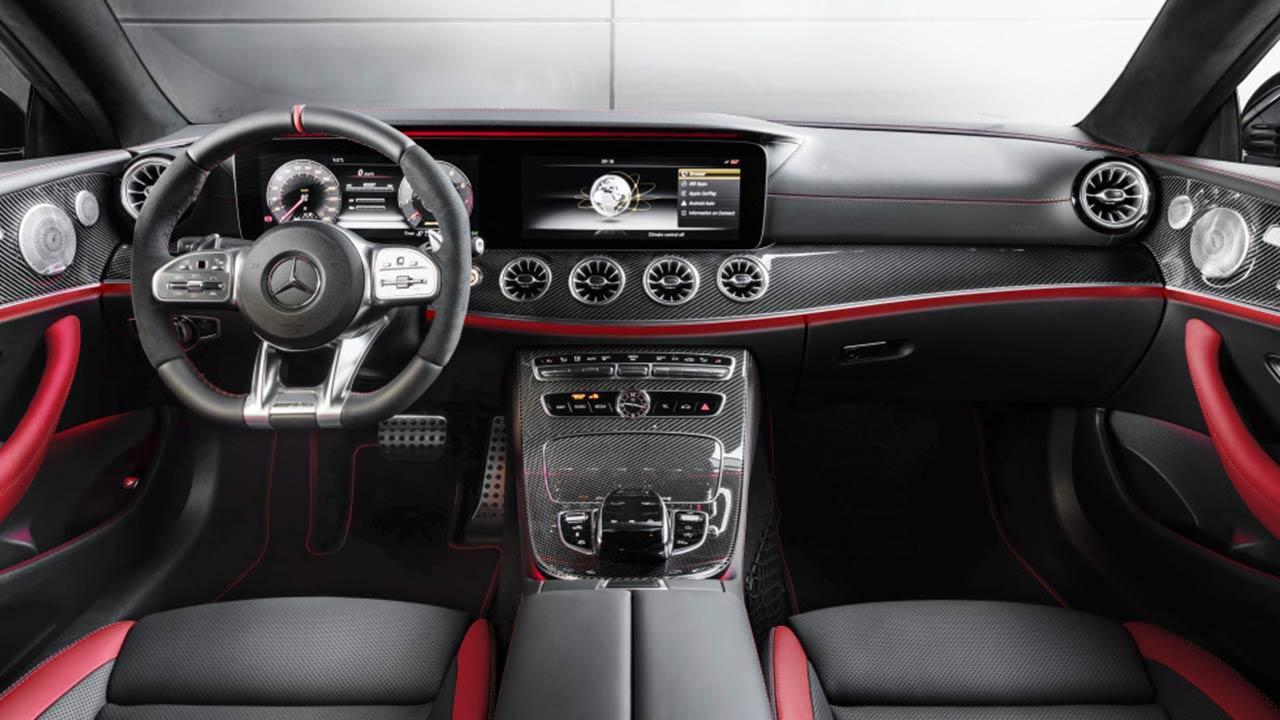 Mercedes-AMG E 53 4 MATIC+ - Cockpit