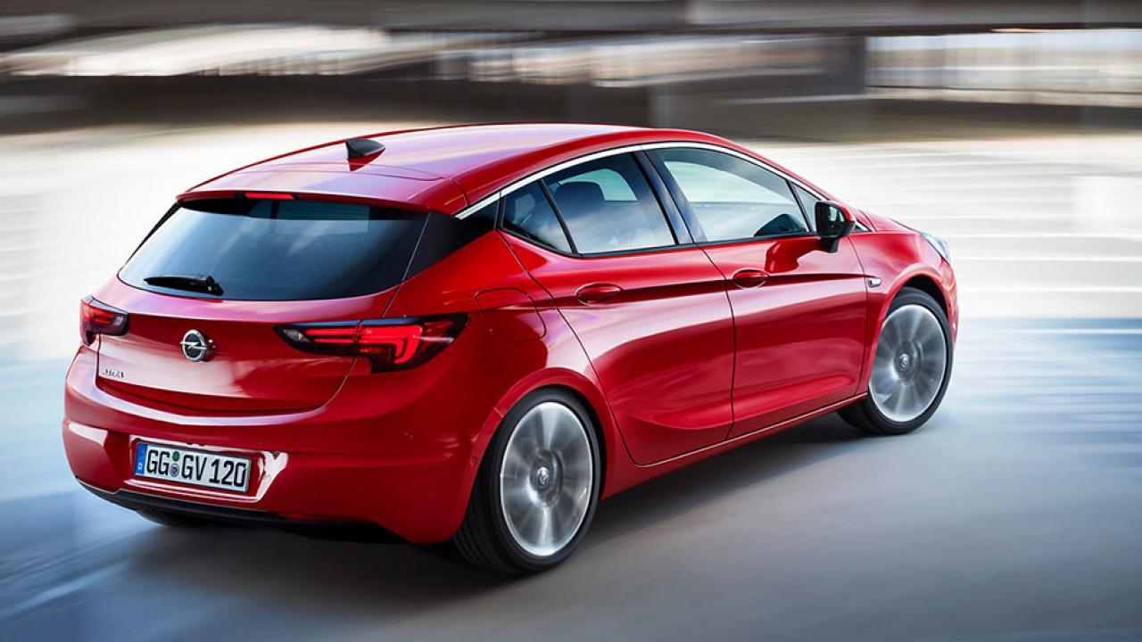 Opel Astra - in der Kurve