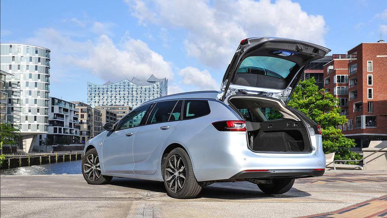 Opel Insignia Sports Tourer - mit offenem Kofferraum