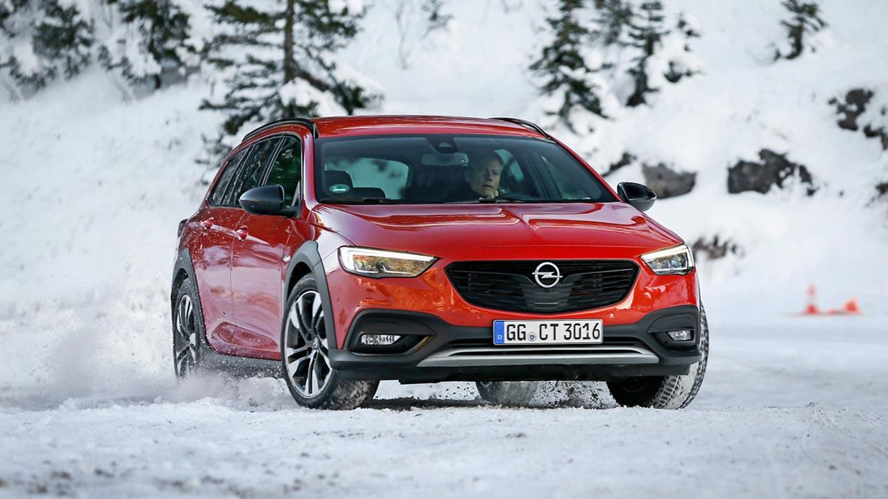 Opel Insignia Country Tourer - in voller Fahrt