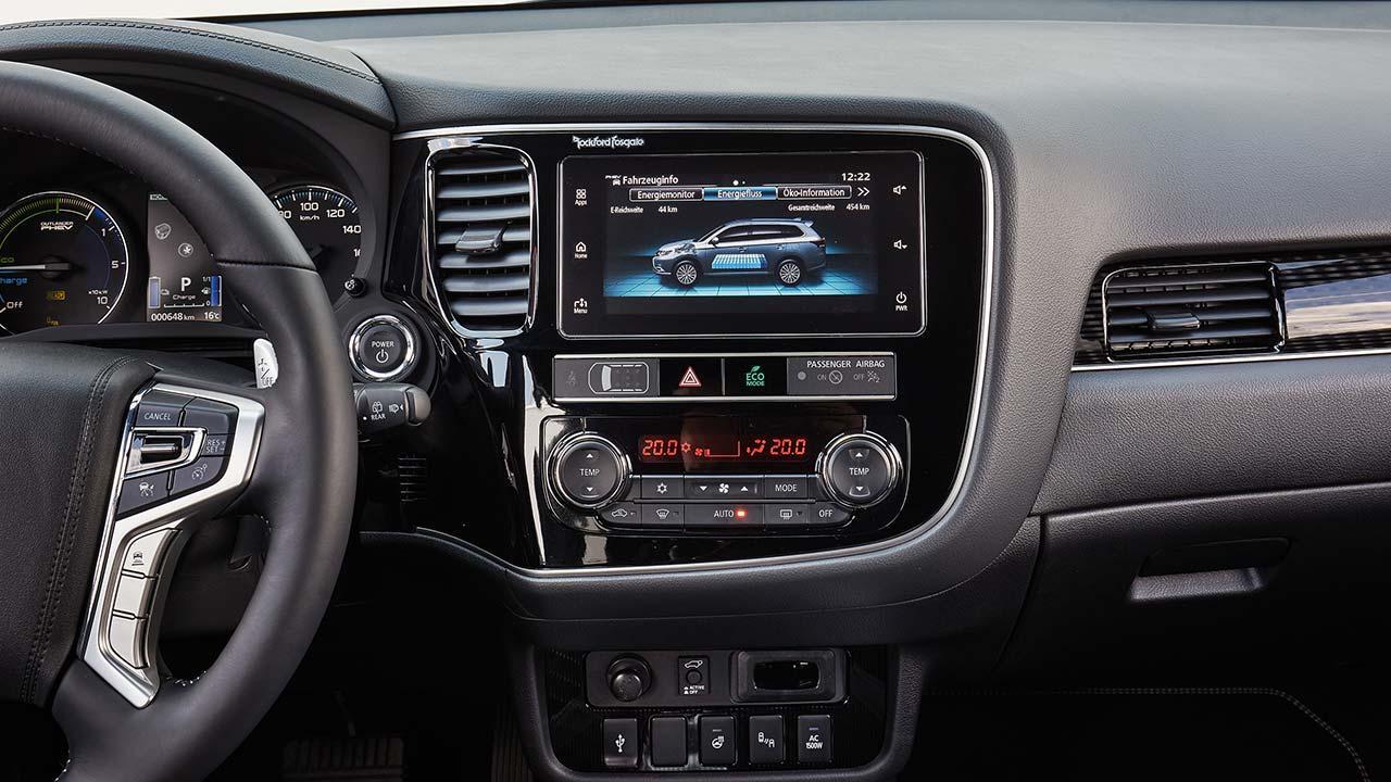 Mitsubishi Outlander Plug-in Hybrid - Cockpit