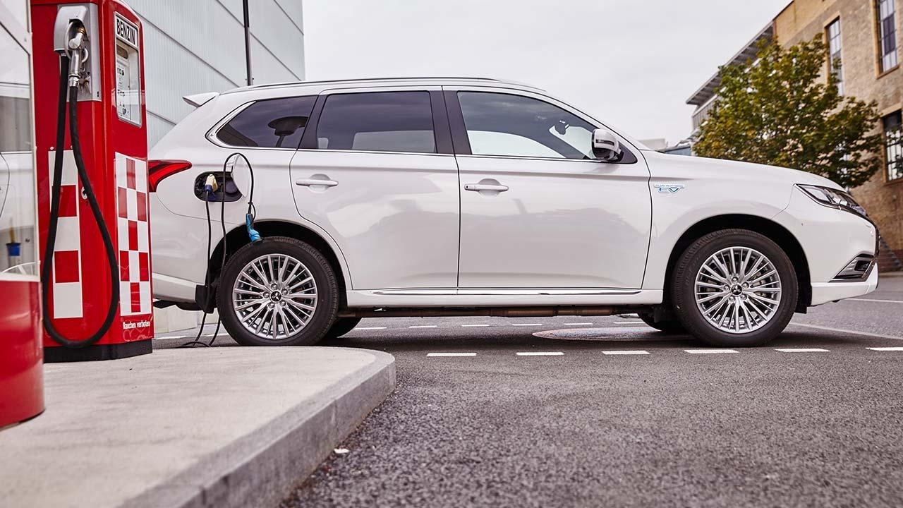 Mitsubishi Outlander Plug-in Hybrid - pluged in