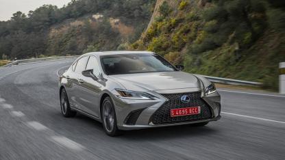 Lexus ES - auf der Bergstraße