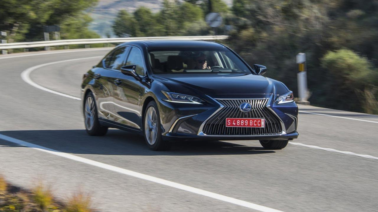 Lexus ES - in voller Fahrt