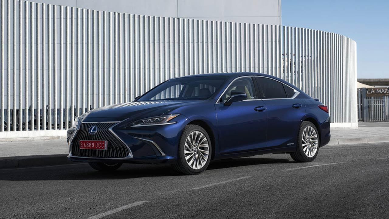 Lexus ES - in blau