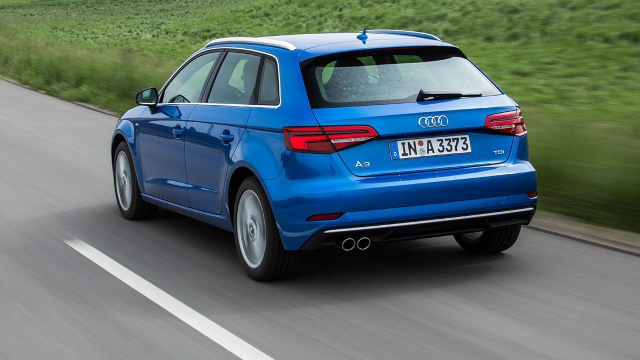 Audi A3 Sportback (2019) - Heckansicht in voller Fahrt