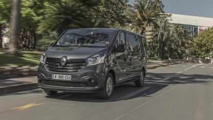 Renault Trafic Combi - in voller Fahrt