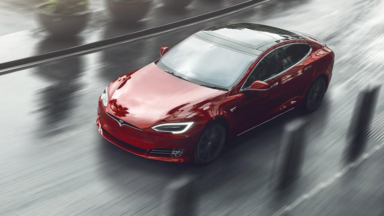 Tesla Model S - Vogelperspektive
