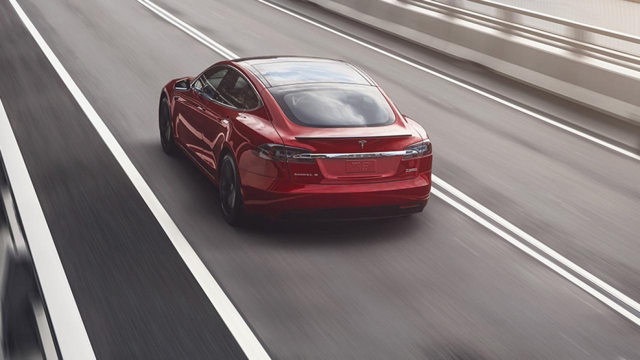 Tesla Model S - Heckansicht